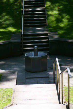 The modern and steel fountain system of the Steel fountain at the spa park in Bad Homburg. Stok Fotoğraf