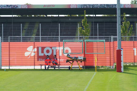 Mainz, Germany - September 22, 2019: Two paramedics sitting on the sidelines at a game of junior national league of the 1st FSV Mainz 05 on September 22, 2019 in Mainz. 新聞圖片