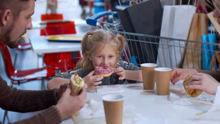 Girl eats a donut in a mall, slow motion Banco de Imagens - 133698910