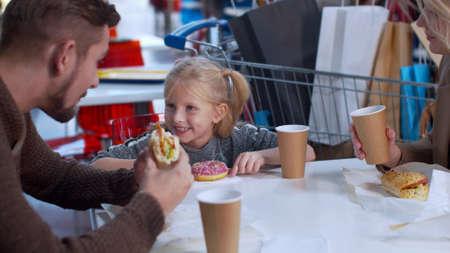 Happy family eat and talk in the shopping mall Banco de Imagens - 133699000