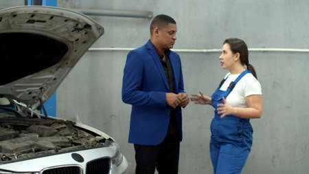 Man talks with mechanic and gives keys of car, slow motion Banco de Imagens