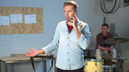 The leader of the band is persistently talking on the phone Stockfoto
