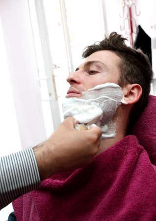Junge Erwachsene im Barber Shop für die Rasur Standard-Bild - 14414357