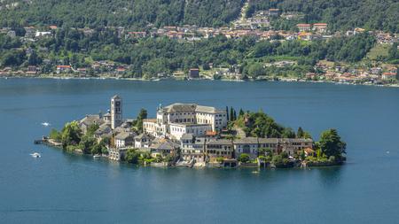 Overzicht van het Meer van Orta met het eiland San Giulio Stockfoto