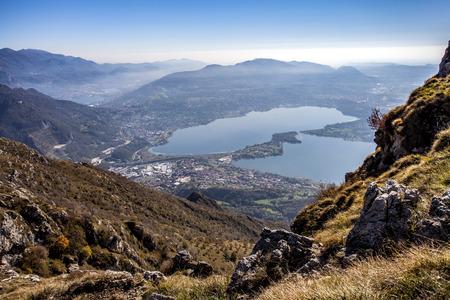 Panorama dal monte Cornizzolo sul lago di Annone