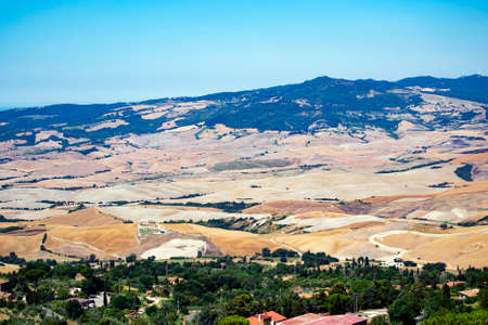 panoramic view of the countryside and the picturesque town of Volterra, Tuscany, Italy Imagens