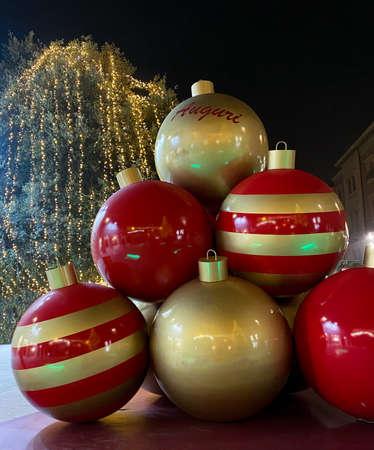 christmas tree decorations in Modena, Italy. Lights, christmas balls and decorations Imagens
