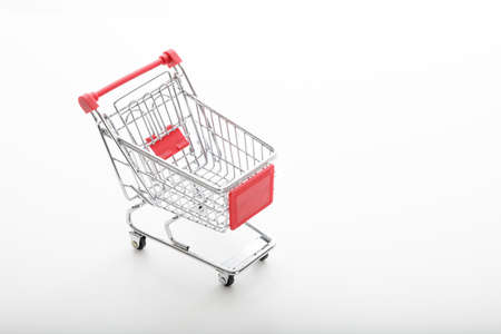 supermarket trolley: carro de supermercado de metal