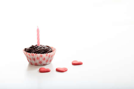 bougie coeur: Cup cake on a white background