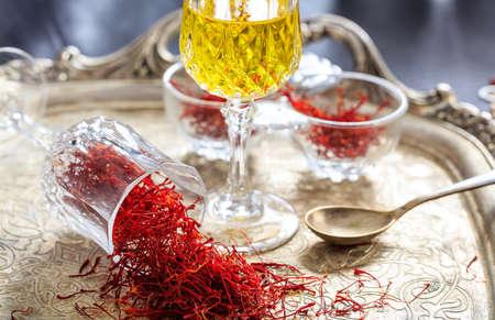 safran: Saffron threads in an old tray