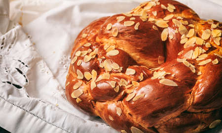 Easter traditional bread on a white tablecloth Zdjęcie Seryjne
