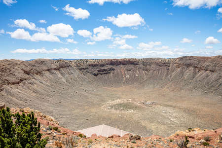 Winslow Arizona, US. May 23, 2019. Barringer Meteor crater, blue sky, sunny spring day 新闻类图片