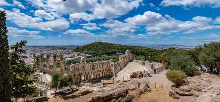 Herodes Atticus Odeon panorama, Herodium ancient theater under the ruins of Acropolis, Greece, overlooking Athens city, sunny spring day, blue sky 免版税图像