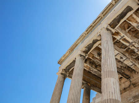 Athens Acropolis, Greece landmark. Temple of Athena, Erechtheum Ancient Greek ruins, blue sky in spring sunny day. 免版税图像