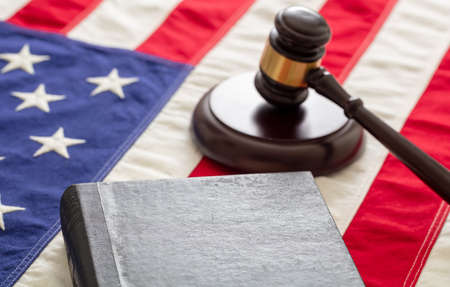 Law case closed. Judge gavel and book on US of America flag background, copy space. Justice in USA concept 免版税图像