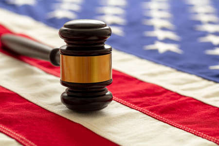 Judge or auction gavel on United states of America flag background. Justice and law in USA concept 免版税图像 - 150367901