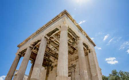 Athens Acropolis, Greece landmark. Temple of Athena, Erechtheum Ancient Greek ruins, blue sky in spring sunny day. 免版税图像