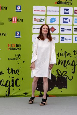 Giffoni 발레 Piana, 사, 이탈리아 - 2017 년 7 월 16 일 : 줄리안 무어 Giffoni 영화제 2017에서 - 2017 년 7 월 16 일 Giffoni 발레 Piana, 이탈리아에서