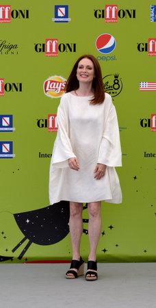Giffoni ヴァッレ・ピアーナ、サ、イタリア-7 月16日、2017: ジュリアン・ムーア in Giffoni 映画祭 2017-7 月16日、2017 Giffoni、イタリア 写真素材 - 85302712