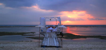 valentine s day beach: Sunset heart