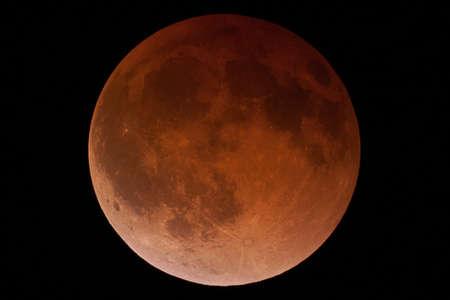 mond: Große Vollmond nimmt die Form des Blut-Mond gegen einen schwarzen Nachthimmel Lizenzfreie Bilder