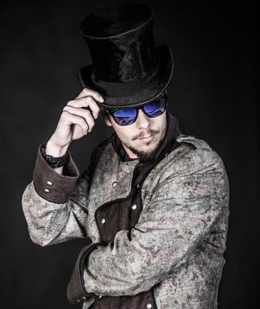 hombre con barba: Hombre barbudo en el elegante posando equipo - Maestro de todos.
