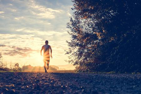 course � pied: Trail running dans la campagne Banque d'images