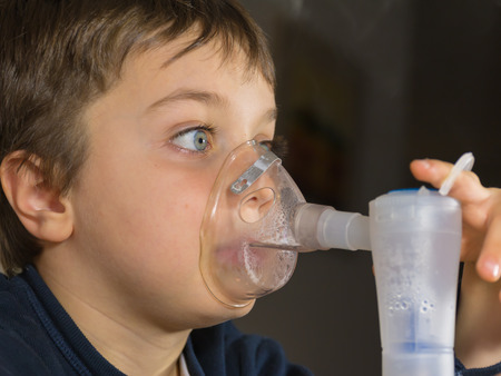 gasp: kid with mask for inhalations