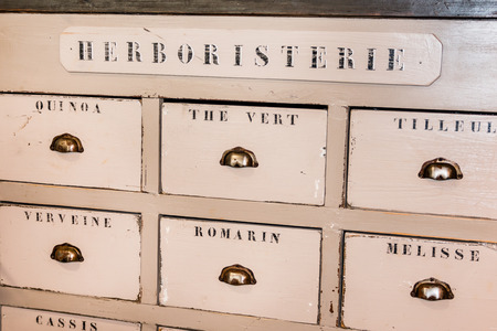 Old Wooden Herbalist's Shop Drawers Banque d'images