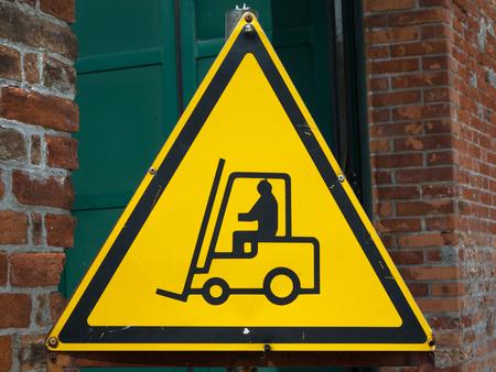 montacargas: Ascensor amarilla Tenedor Alerta de la muestra Camiones operativo, el concepto