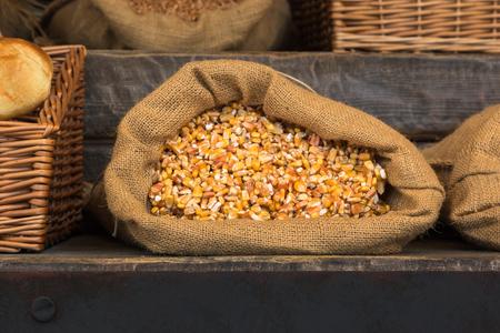 sacco juta: Corn Grani All'interno sacco di juta