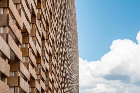 exposición: Detalle de una estructura original: Pared del embalaje de madera en la Exposición Internacional de Milán - Italia