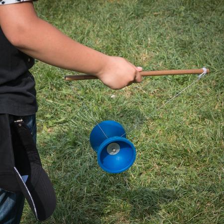 Diabolo Plastic Chinese Toy, Kind Met Yoyo met touw en Sticks