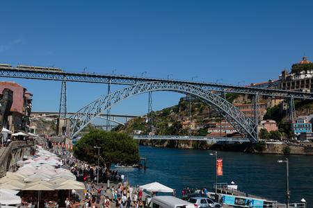 Dom Luis I Brücke über den Fluss Douro in Porto, Portugal
