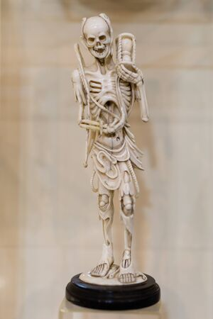 Human Skeleton Small Statuette made of Ceramic. Фото со стока