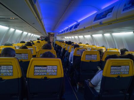 Aircraft Interiors and Cabin full of Passengers during Flight. Banque d'images