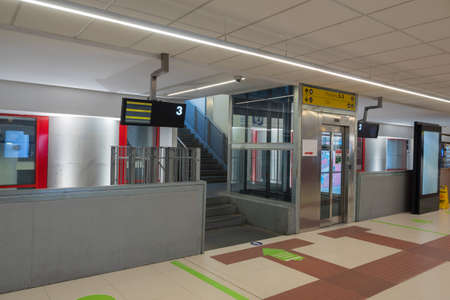Inside Empty Train Station: Stairs and Transparent Elevator for Access to Platforms Two and Three. 新闻类图片
