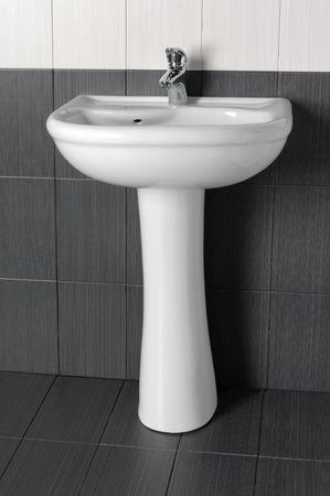 pedestal sink: wash basin Stock Photo