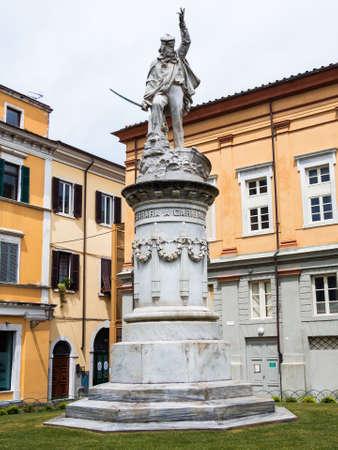 Impressionante statua in marmo che Carrara ha dedicato a Giuseppe Garibaldi Archivio Fotografico - 80807133