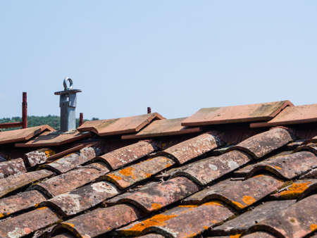 Covering roof tiles and cladding with anti-fall system to perform safe work Archivio Fotografico