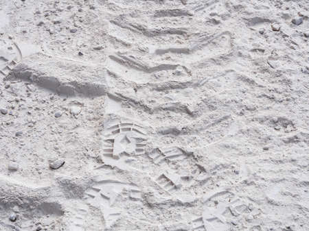 Very fine marble powder with traces of a passage