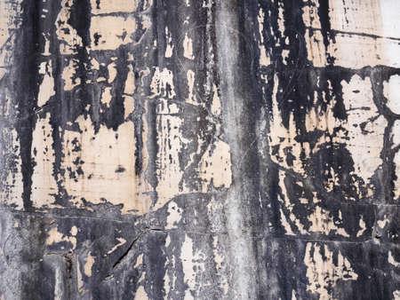 Struttura di lastre di marmo bianco estratte dalle grotte delle Alpi Apuane Archivio Fotografico - 84575676