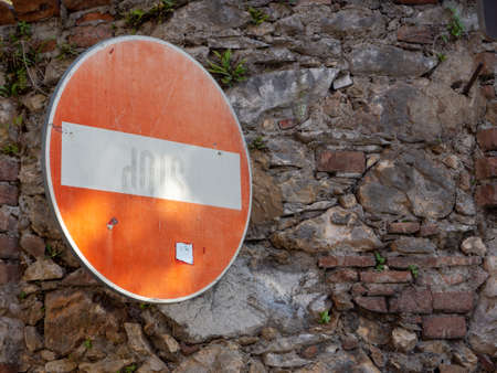 Direction sign forbidden on old wall to face Archivio Fotografico