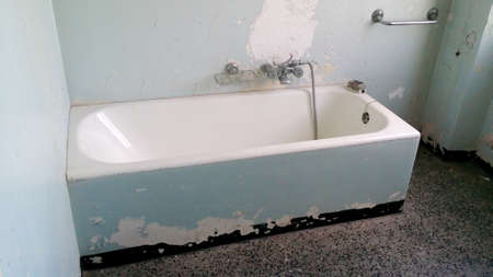 poorly: bathtub poorly maintained and to be restored