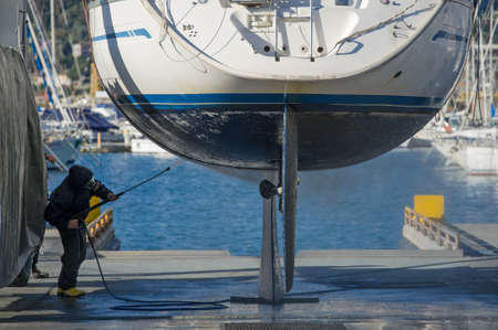 Wartung Boot mit Wasser unter hohem Druck