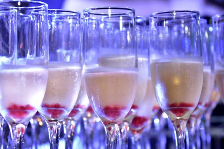 sparkling champagne drinks in crystal glass with blue light for blurred texture background with noise Zdjęcie Seryjne