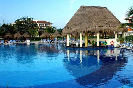 liquidate:   Bar of the swimming pool