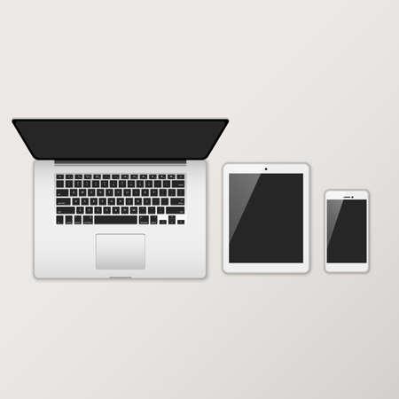Ordinateur portable, tablette et Smartphone avec les écrans noirs - Ensemble de dispositifs électroniques avec noir, écrans brillants en vue de dessus. Banque d'images - 57877980