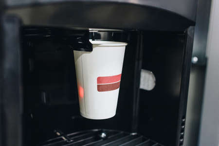 Vending coffee machine with paper cup