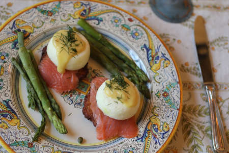 plating: eggs benedict with smoked salmon and asparagus